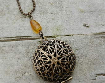 Essential Oil Diffuser Locket - Aromatherapy Necklace - Simply Amber Bronze