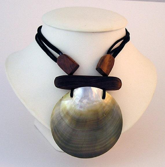 Lagenlook Jewellery: Ladies Lagenlook Necklace Shell Pendant Statement Jewellery