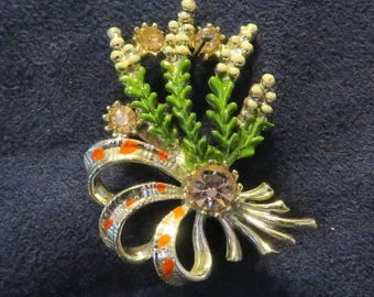 """Vintage 'Exquisite' Enameled SCOTTISH Lucky White HEATHER and Bouquet Pin-Back Brooch, Silver Tone with PINK Rhinestones, 1.5"""" x 1"""""""