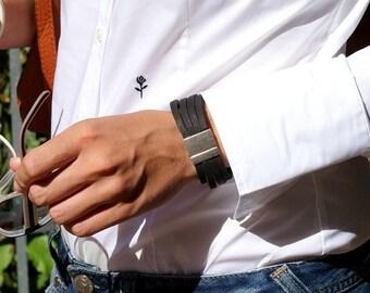 Breites schwarzes Lederarmband, Zamak, Magnetverschluss, Herrenschmuck, Leder silber Armband, unisex, Männerarmband, Lederschmuck für ihn