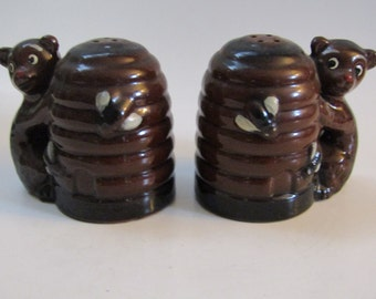Mid Century Vintage Pottery of Beehives and Bears Salt and Pepper Shakers