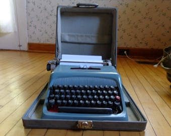 Olivetti-Underwood vintage typewriter with case