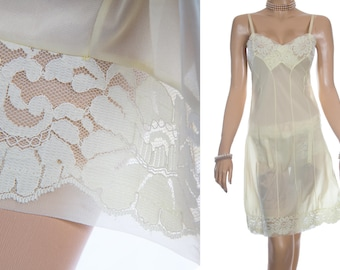 Adorable 'Dorothy Perkins' silky soft sheer lemon bri-nylon and delicate matching floral lace detail 60's vintage full slip petticoat - S305