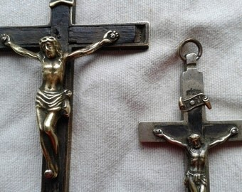 2 pectoral crucifixes, metal and wood, early 20th century 64 Gr. (2.25 oz.)