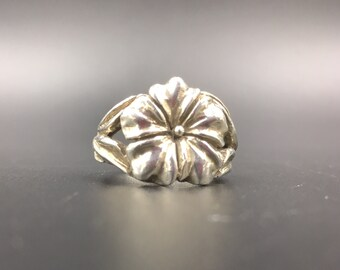Sterling silver Hawaiian Hibiscus flower ring.  Women ring size 5 1/2.  Hawaiian Hibiscus Flower Symbolizes Love and Happiness