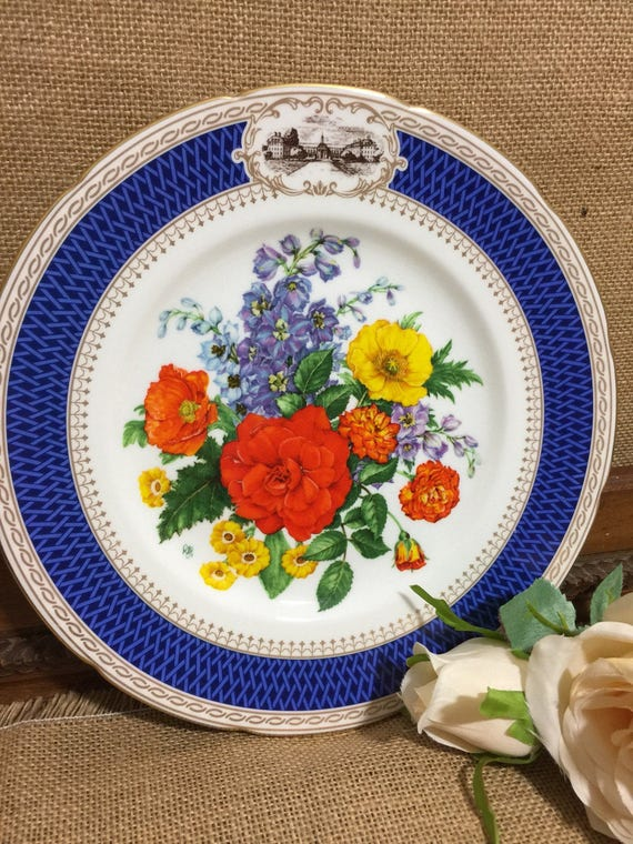 """RHS 1983 Chelsea Flower Show Fine Bone China Plate by WEDGWOOD - Chelsea Pride - 9"""" Decorative Plate - Vintage English Cabinet Plate"""
