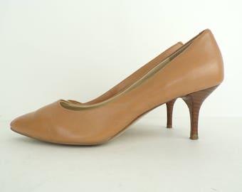 Vintage Nine West Tan Leather Pumps Size 7.5M, Leather Heels, Tan Heels, Nine West, Classic Heels, Work Shoes, Leather Pumps, Tan Leather