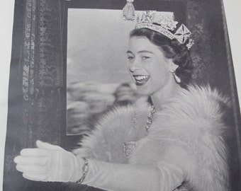 1953 Elizabeth R vintage book with amazing fotos of the queen in her early reign years 44 pages filled with colour and black and white fotos