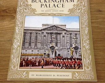 "The pictorial history of Buckingham Palace The Queen's London home ( "" Pride of Britain "" pictorial books) Booklet in Good Condition"