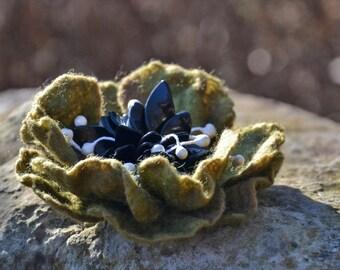 Felted flower brooch, flower pin, wool flower, green flower pin brooch, wool felt jewelry, handmade brooch, wet felt flower, wedding flower