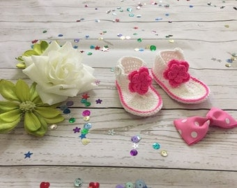 Crochet Baby Shoes, Baby girl White Flowers Flip Flops with matching Hair bow,Baby sandals, Baby shoes