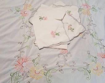 Vintage Daisy Floral Tablecloth Set/embroidered Tablecloth Set  Shabby/cottage/boho Chic Floral