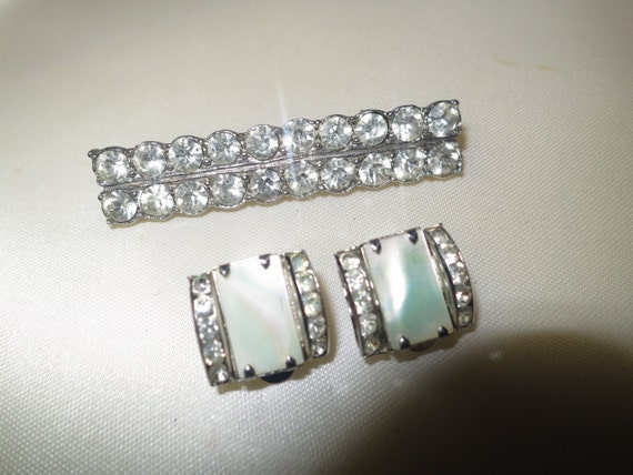 Lovely vintage Art Deco rhinestone bar brooch and clip on mother of pearl rhinestone earrings