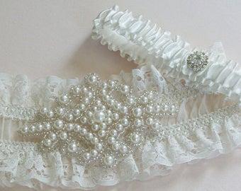 Ivory Wedding garter set in ruffle stretch lace