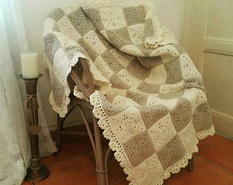 Cover in beige and ecru wool, plaid, discarded couch, bedspread / / Granny / / interior design / / handmade crochet.