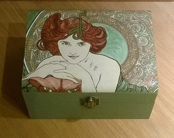 Jewelry box. Alphonse Mucha. Wooden jewelry box. Wooden box hand painted. Box Alphonse Mucha. Alphonse Mucha Emerald. Gift idea.