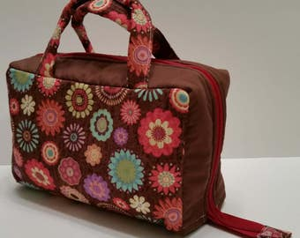 Crazy Daisies Lunch Tote Opening Into a Tray.