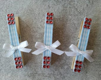5 Standard size clothes pins, Wizard of Oz, Dorothy, ruby slippers, blue and white checker, diamond mesh, place card holders, photo holder,