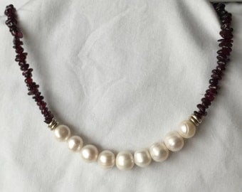 White pearls & garnet chips necklace