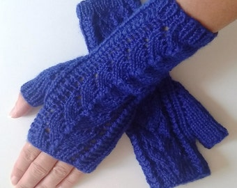 Mittens in royal blue