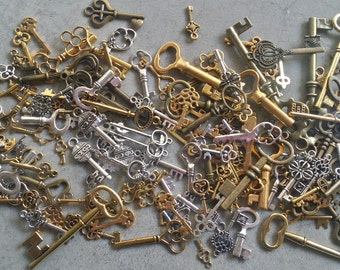Lot of Vintage Metal Brass Keys & Gear Charms. Steampunk Key and Gears for Crafts, Jewelry, or Victorian Decor. Skeleton Key Charms Antique