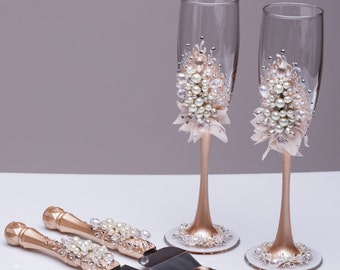 Wedding glasses and cake server set pearl Champagne flutes cake cutting wedding toasting glasses Personalized toasting flutes Set of 4