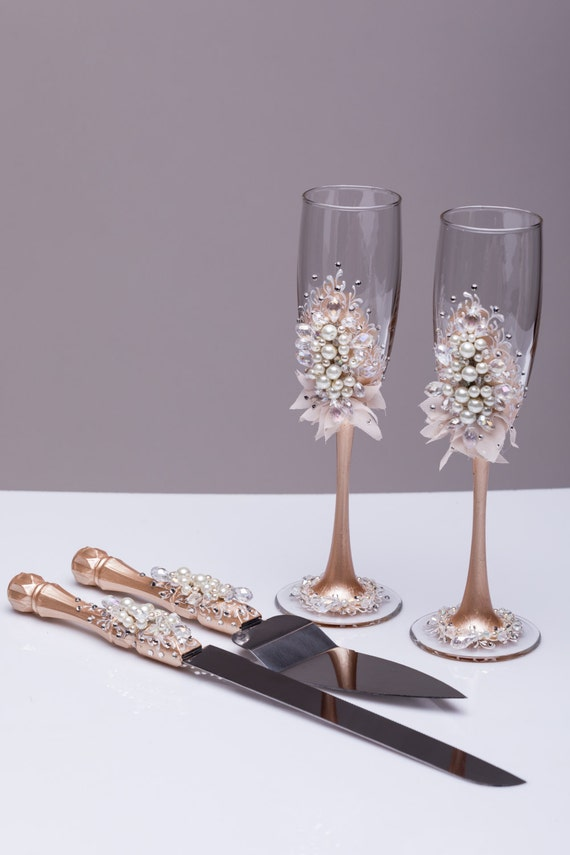 wedding cake serving set and flutes wedding glasses and cake server set pearl champagne flutes 24298