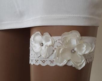 garter, toss garters, ivory,   lace,    wedding garters,    bridal accessores,   garter suspander,    free shipping!
