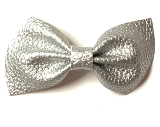 Leather Brooke Bow || Silver