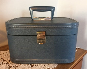 Vintage travelling carry on hard shell suitcase blue vinyl cosmetic make-up case