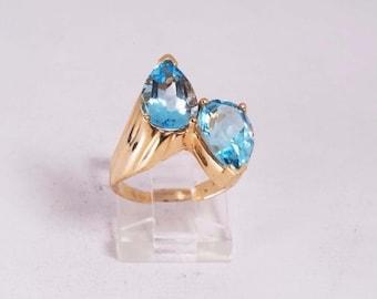 14K Yellow Gold Blue Topaz Ring, 6.4 grams, size 6.25