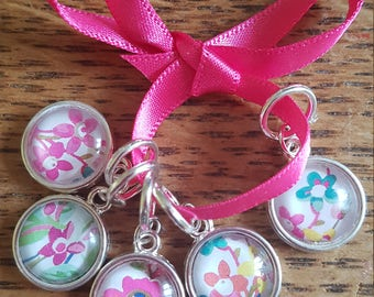 5 Knitting stitch markers. Spring flowers