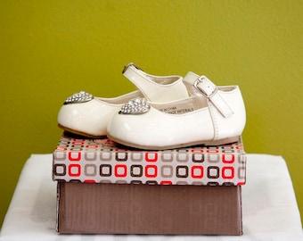 Infant Girls Shoe in Pearl Perfect for Baptisms/ Zapato Pata Bebe Color Perla Para Bautizo de Nina