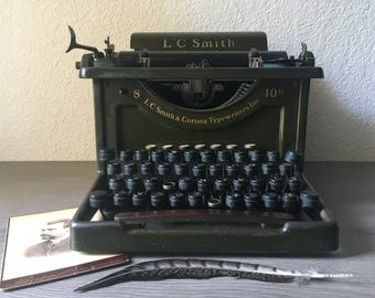 1929 Antique L.C. SMITH 8 - 10 Secritarial Typewriter - Army/Olive Green