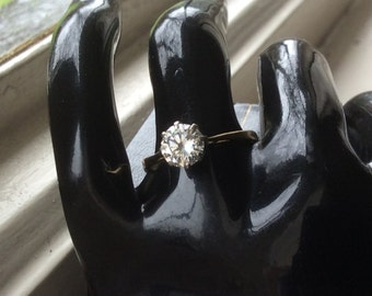 Diamond solitaire 18 ct gold ring 0.90 ct, just under one carat .
