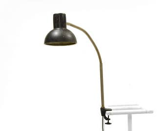 Vintage industrial very sturdy goose neck desk lamp from the 1950s. Good vintage condition with patina.