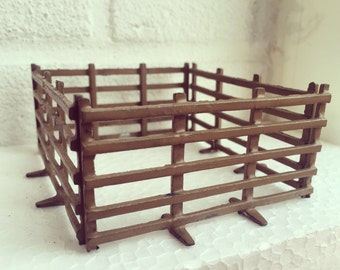 Britains lead toy fencing for farm, vintage lead toy farm, vintage lead fencing, Britains, vintage toys, collectable toys, 1930s, britains.