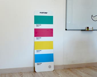 Pantone Panel to furnish your studio