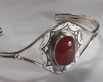 Brazalete en Plata 925 y Jaspe rojo/ Silver 925 and red jasper bracelet