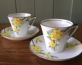 Vintage coffee cups and saucers - pretty 1930s small tea cups - Art Deco coffee cups