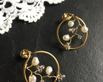 Freshwater pearl quartz crystal white floral earrings, circle screw back, dainty, elegant earrings