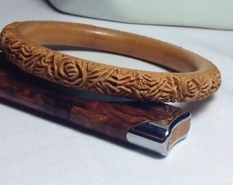Celluloid vintage plastic carved light brown caramel bangle.