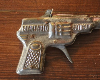 1950s Vintage Gun Giant Repeater Small Tin Plate Cap Gun