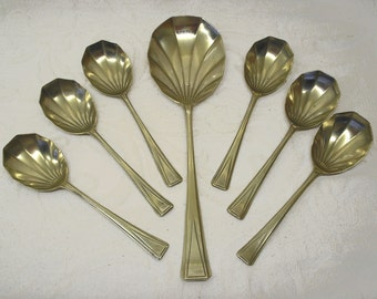 Silver plated spoons, boxed Art Deco scallop shell dessert spoons & serving spoon. Carlton Plate EPNS 1934 Rd 789911 Faux shagreen box