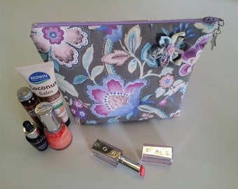 Cosmetic Bag / Flower Bag /  Makeup Bag / Zippered Pouch / Purse / Bag / Flowers / Flower Cosmetic Bag / Makeup Case / Cosmetic Case / Pouch