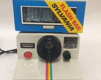 Polaroid 1000 SX-70 Land Camera + Sylvania Flashbar