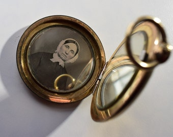 Mourning Locket 9k Gold With Two Daguerrotypes  203