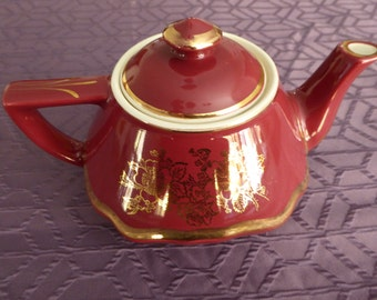 Sale!!! Mid Century Vintage Hall Baltimore Teapot - 0178 - 8 cup Maroon and Gold - 20% off