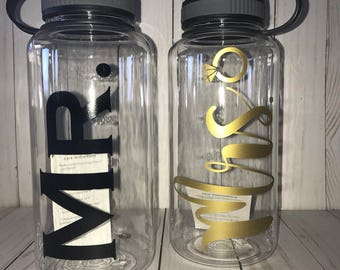 Mr. and Mrs. 34 oz Water Bottle set, Wedding water bottle set, Mr. and Mrs. water bottles, wedding gift, anniversary gift, engagement gift