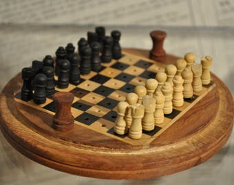 Chessboard of solid wood of the Nepal trip